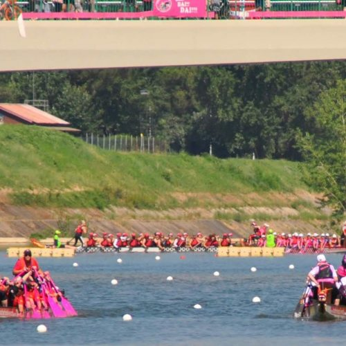 Paddlers for life paddle up the Arno River to the race start in Florence.